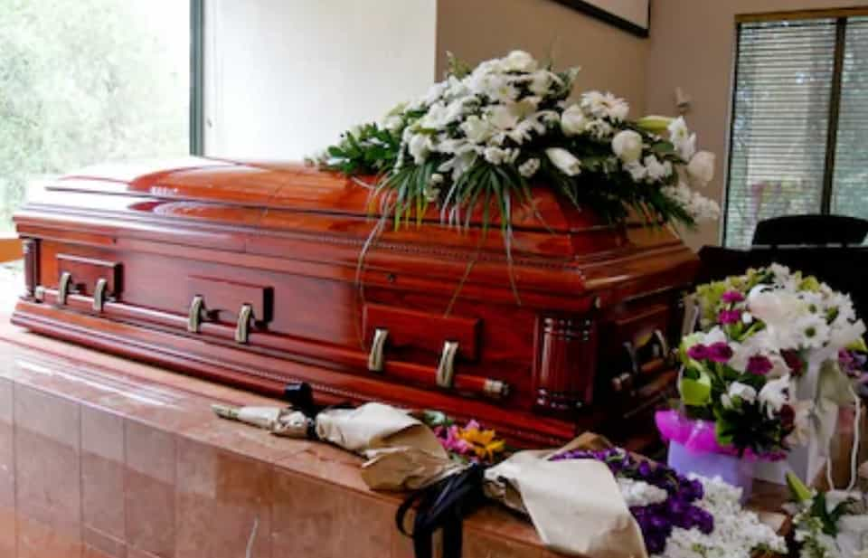 Buying A Coffin: Material, Purpose & Types