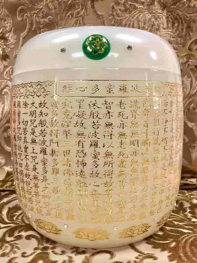 White Funeral Urn In Singgapore